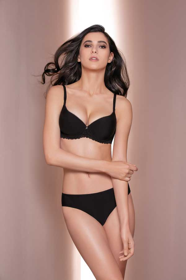 Preshaped cup bra Cup C/D/E • Size 2/5 C/D • Size 2/4 E Colours: White/Black/Silk Cod.3744