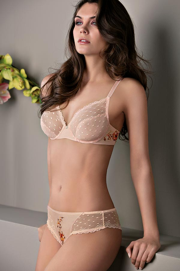 Lovely Rose: Unlined bra and Brazilian panty