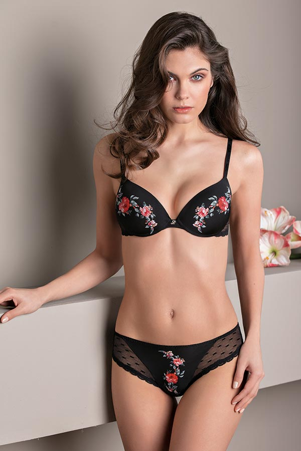 Lovely Rose: Bra with graduated cup and Brazilian Panty